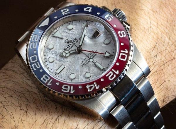 Rolex GMT-Master II 126719BLRO mặt số thiên thạch ấn tượng